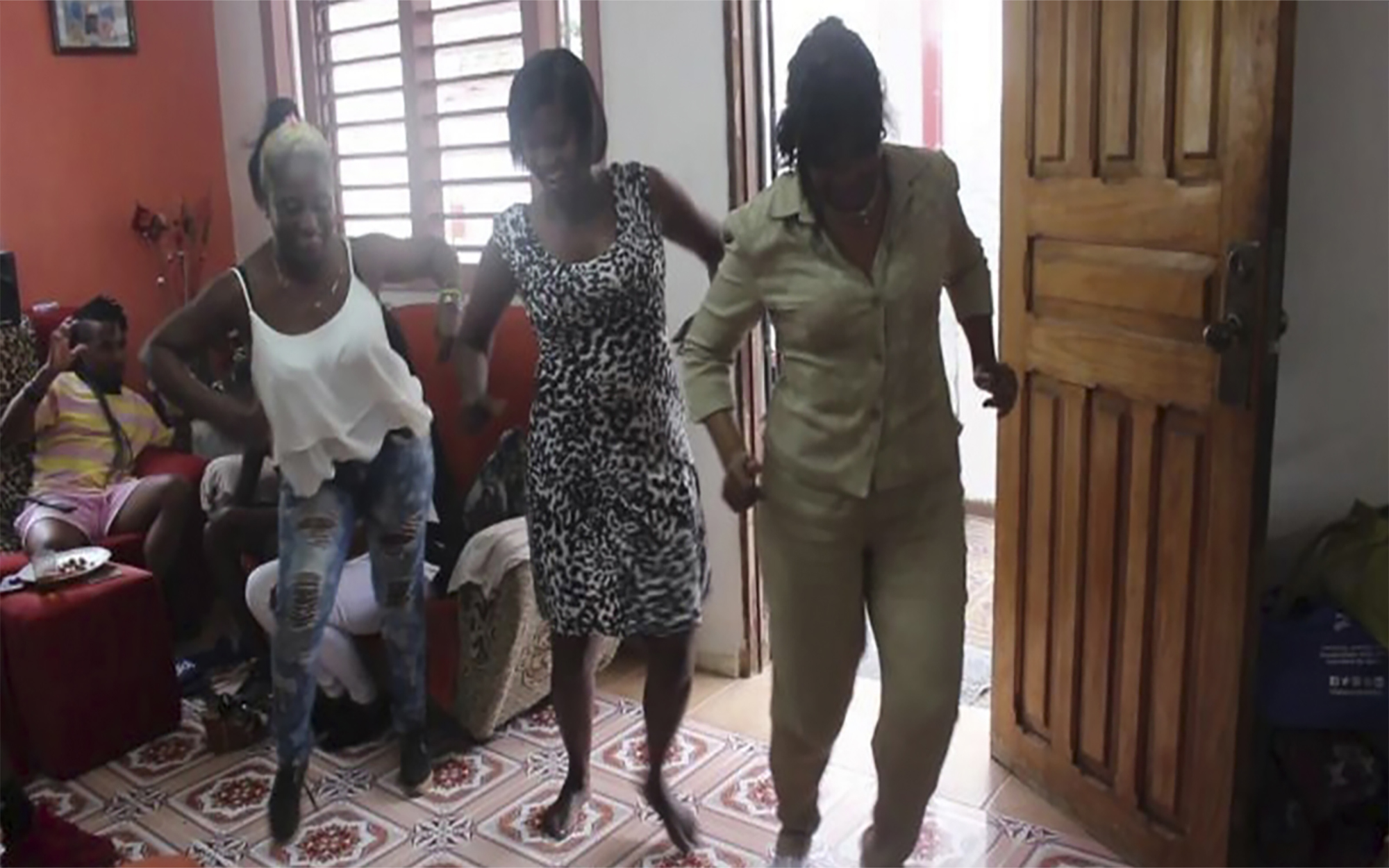 Old_ladies_dancing_in_havana_djmuki